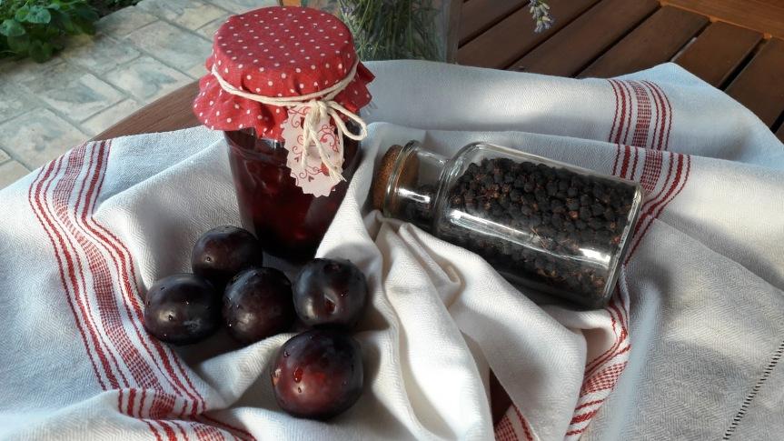 Domaći džem od šljiva iaronije
