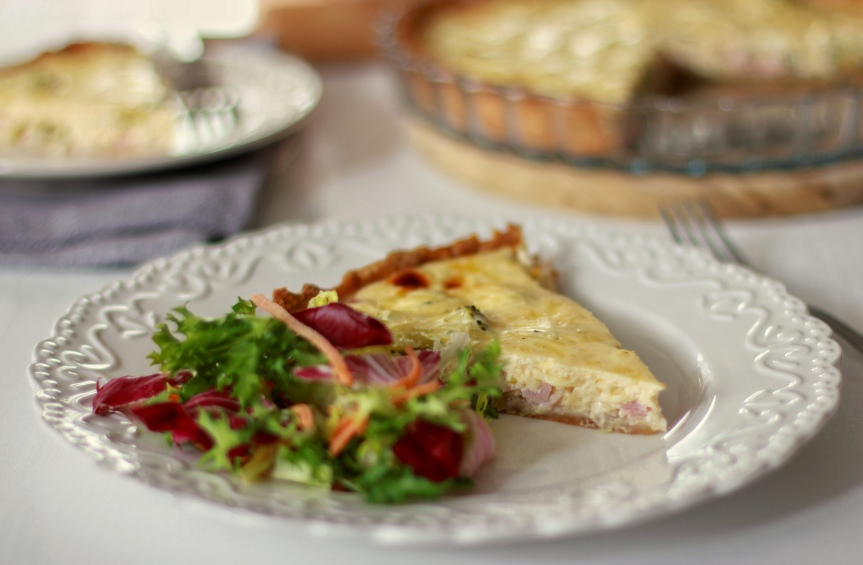 Quiche od brokule, poriluka i šunke
