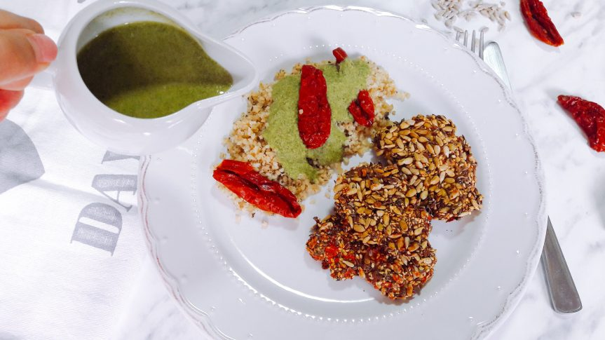 Piletina u sjemenkama uz bulgur i umak od avokada