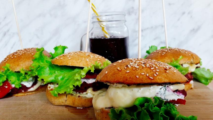 """""""Uradi sam"""" povrtni hamburger u domaćempecivu"""