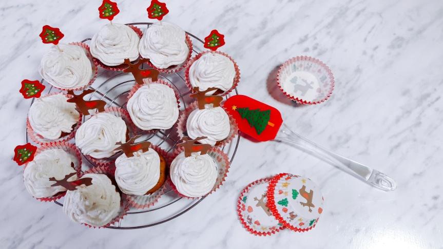 Gingerbread cupcakes s kremom od sira, meda icimeta