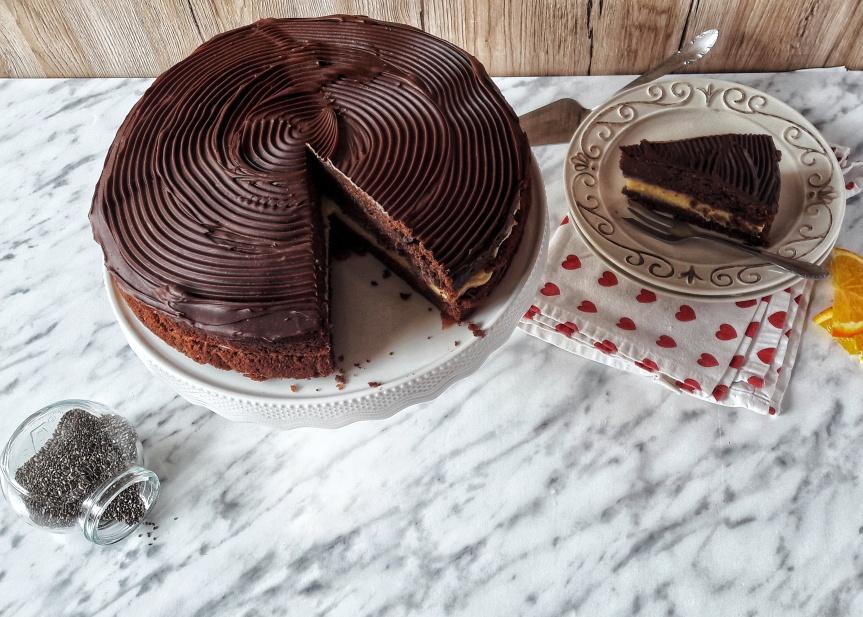 Čokoladna torta s kremom od naranče