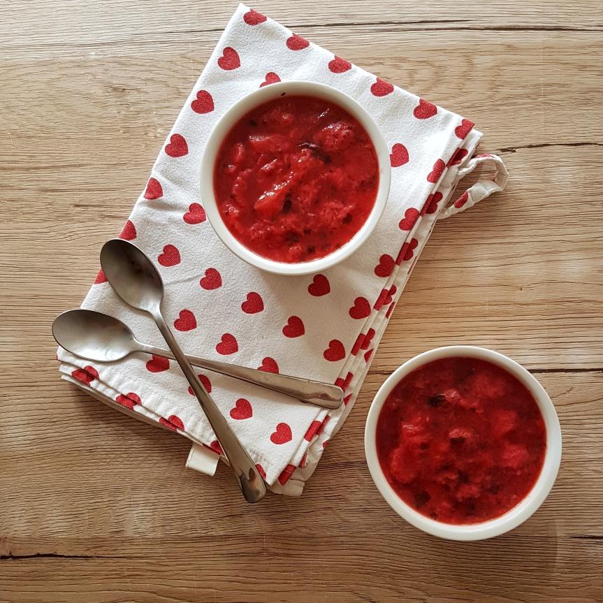 Panna cotta s preljevom od jagoda i mente