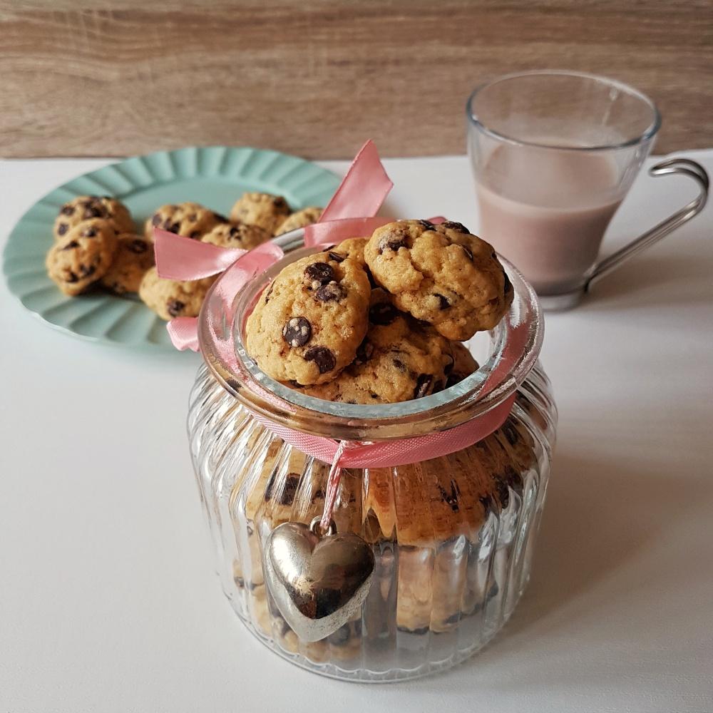 Mini keksi s komadićima čokolade