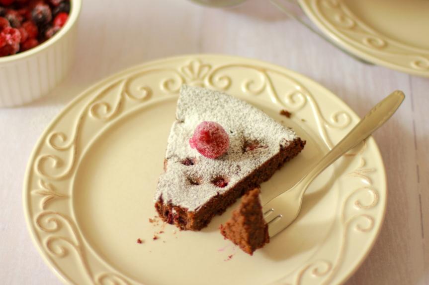 Čokoladna torta s makom i šumskimvoćem