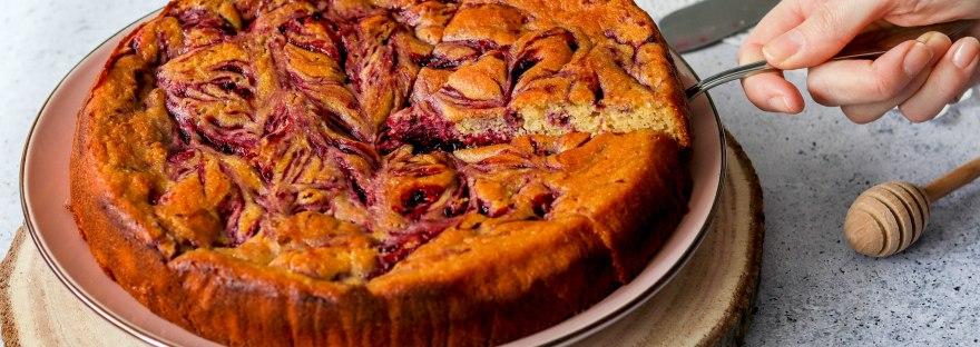 Kukuruzni kolač sa šumskim voćem