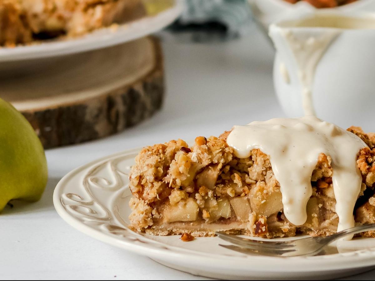 Crumble pita od jabuka s umakom od vanilije